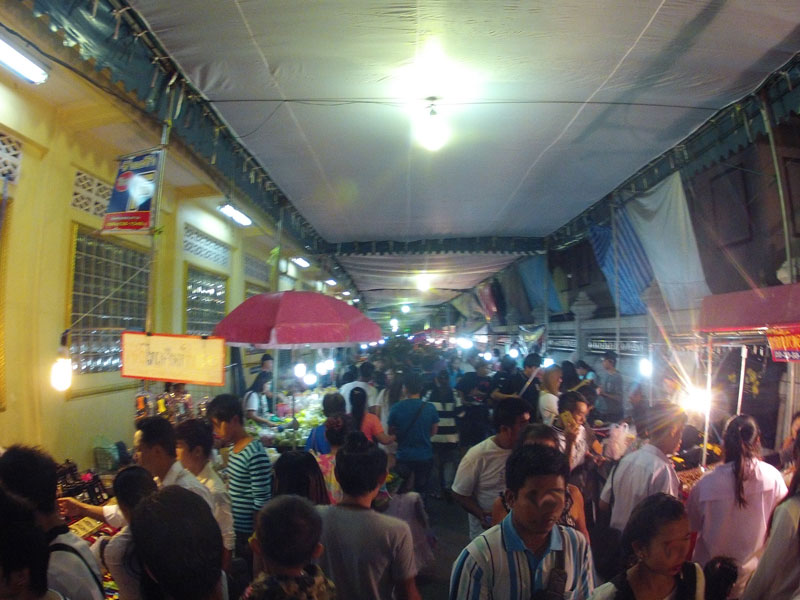 Line Of Vendors Leading To Temple Loi Krathong Festival